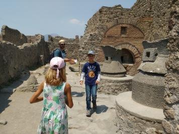 pompeii-kitchen