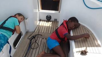 sailing-crossing-entretaiment-boys
