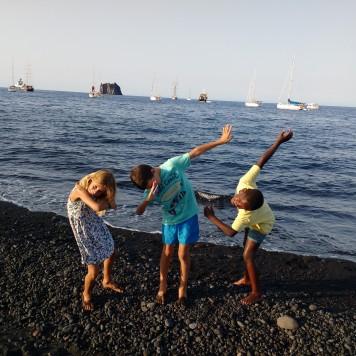 stramboli-beach