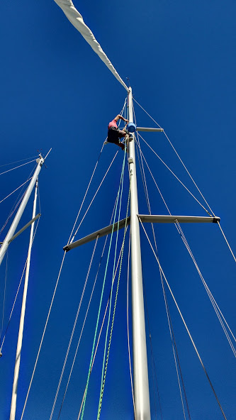Pierre at the mast changing lines