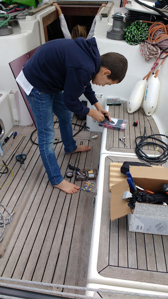 Electronic boat schooling lesson